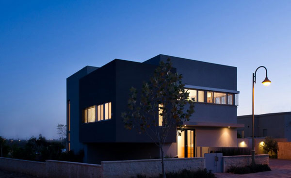 Hasharon House by Sharon Neuman Architects  Split Level Hasharon House Overlooking Agricultural Fields