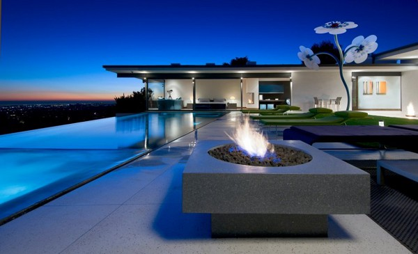 Hopen Place House night view Hopen Place House: Uncompromising Luxury Along With Privacy