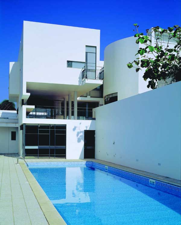 House PS TheHeder Partnership 2 Modern Israeli House PS with Formal and Informal Entrances