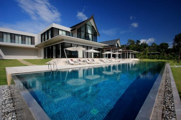 Luxurious Phuket Villa with great pool view 600x399 Stunning Beach Residence in Phuket, Thailand