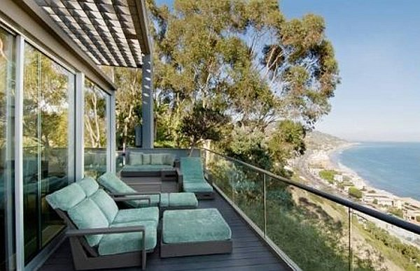 Malibu Contemporary Villa – outdoor loungers on deck