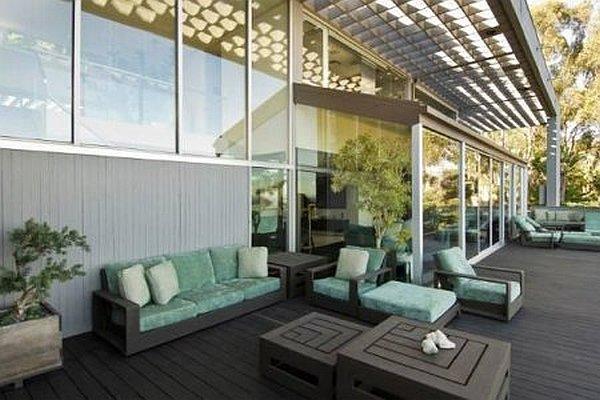 Malibu Contemporary Villa – outdoor patio area