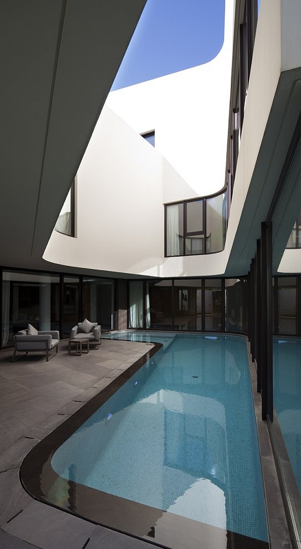 Mop House – interior pool with patio