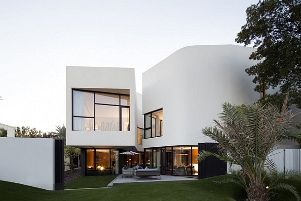 Mop House white exterior Mop House in Kuwait Looks Marvelous Amidst Spectacular Greenery