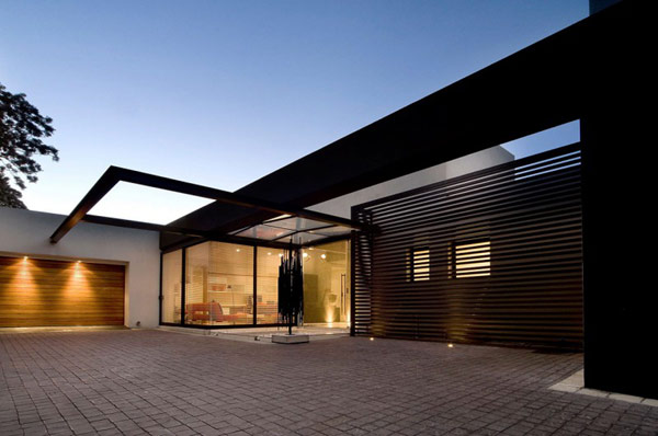 Moss-Oaklands-Residence-glass-entry-hall