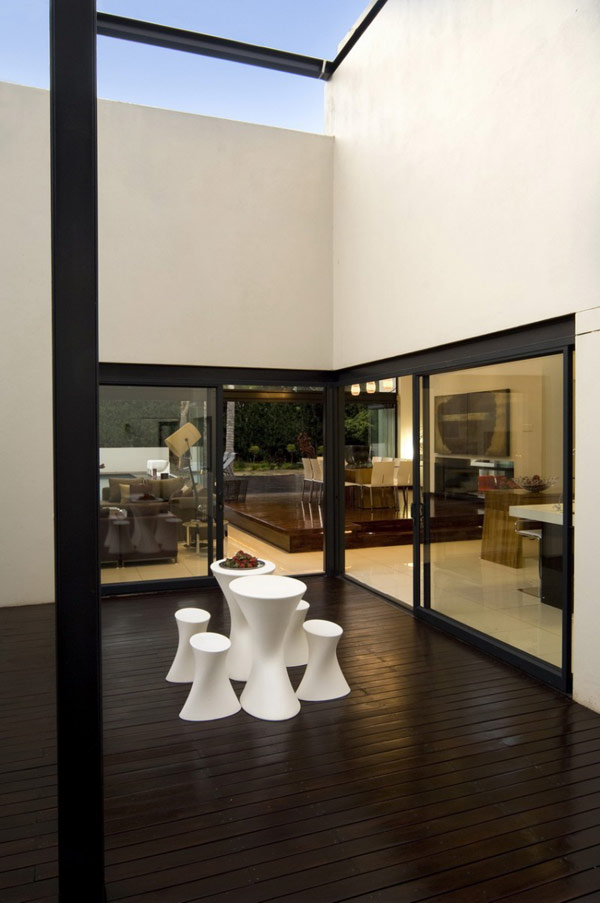 Moss-Oaklands-Residence-modern-interior-minimalist-table-and-chairs