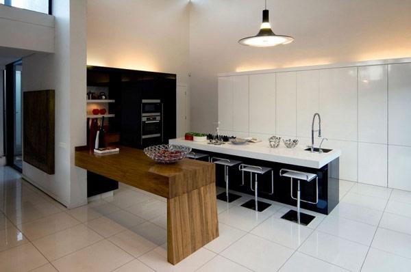 Moss-Oaklands-Residence-white-kitchen-design