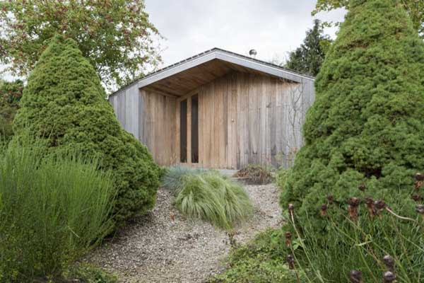 Modern garden shed in the netherlands poplar garden house for Modern house garden