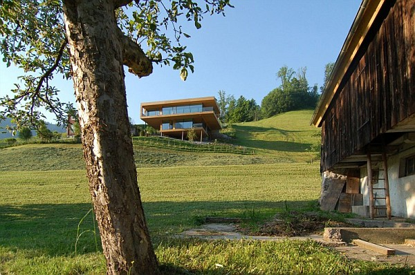 Wohnhaus Am Walensee Swiss House in Green Landscape