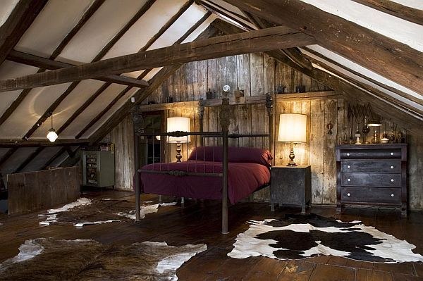 Attic bedrooms with leather and wood beams decoist - Attic bedroom design ideas with wooden flooring ...