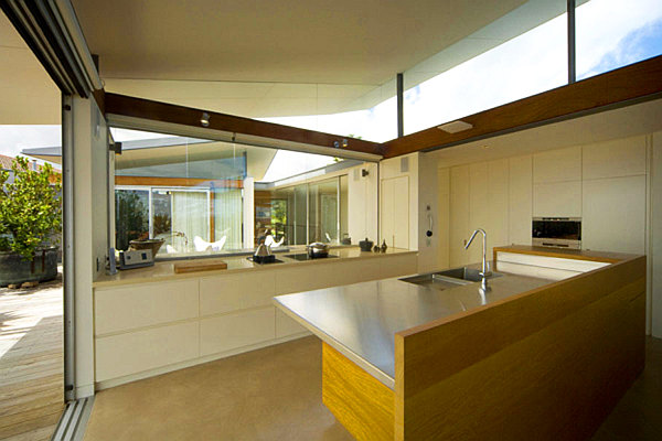 Beach house kitchen design ideas decoist for Beach kitchen ideas
