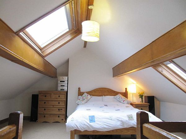 32 attic bedroom design ideas for Small attic bedroom designs