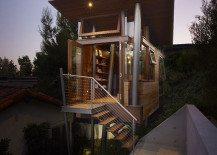 Warm Wood Defining an Original Modern Treehouse
