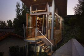 Warm Wood Defining an Original Modern Treehouse