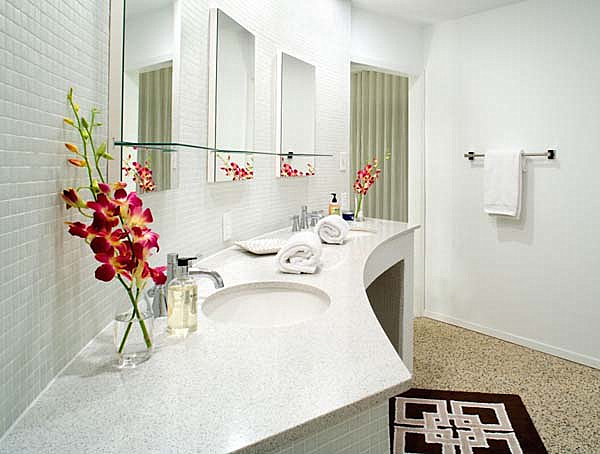 Bathroom Floral Ideas.png 20 Elegant Bathroom Makeover Ideas