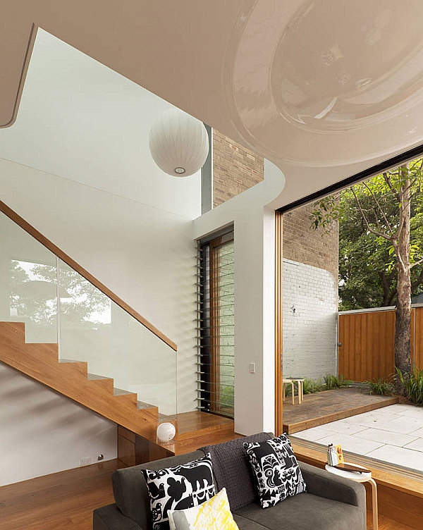 Elliott-Ripper-House-11-wooden-staircase-with-glass