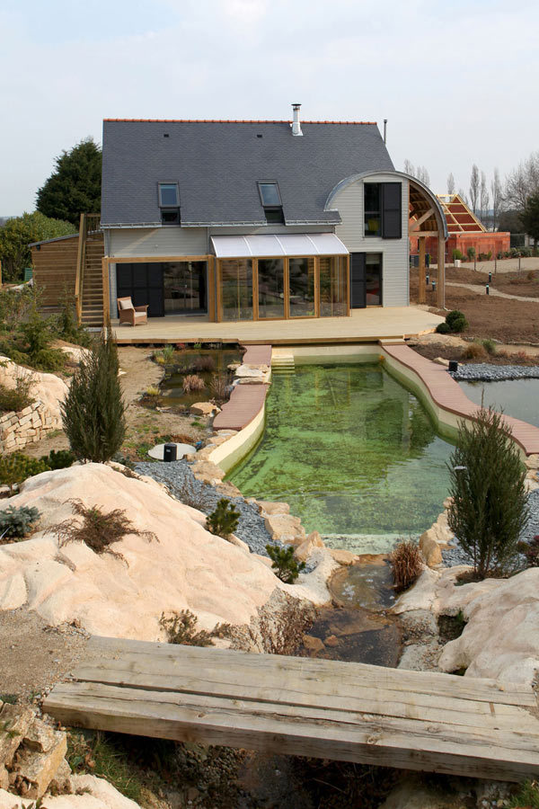 Eco friendly house by patrice bideau in france for Pool design france