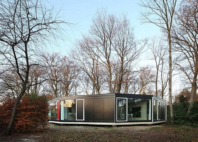 House BM in Ghent Merges Well with the Woods