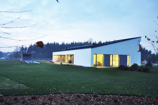 House in Jozefow2 Poland Residence Built for Architecture Loving Couple