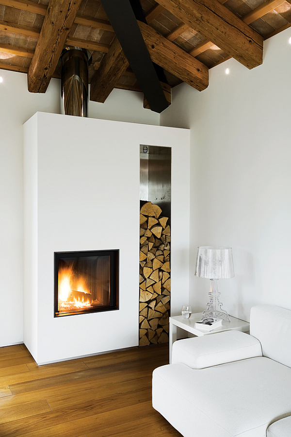 Luxury renovated farmhouse couch with modern fireplace for Modern farmhouse fireplace