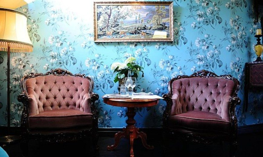 Restaurant Yaki-Da: Retro Modern Wallpaper to create inspirational interiors