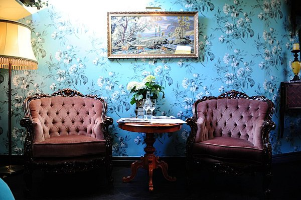 Restaurant Yaki Da 1 Restaurant Yaki Da: Retro Modern Wallpaper to create inspirational interiors