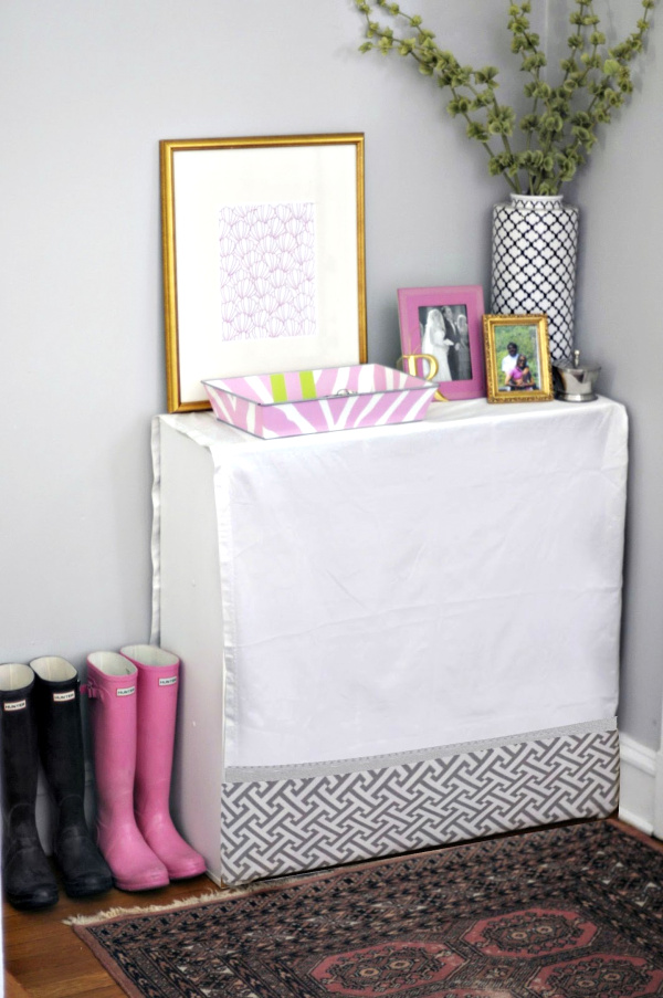 Skirted Entryway Table.png