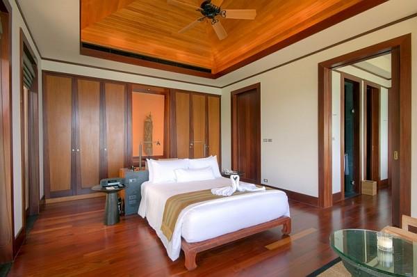 Thai Luxury Seaside Villa – large bedroom with lots of wood