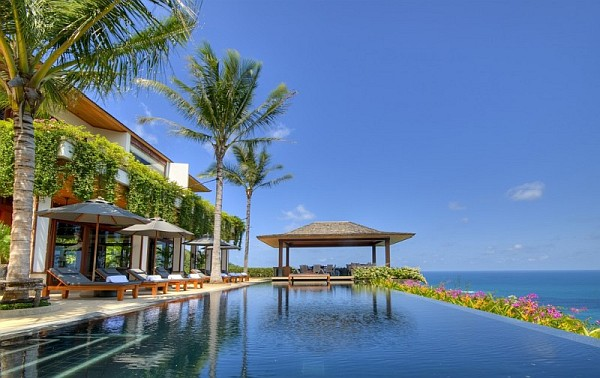 Thai Luxury Seaside Villa – outdoor pool with seaview