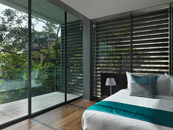 Villa Amanzi – luxury bedroom with contemporary design and glass wall