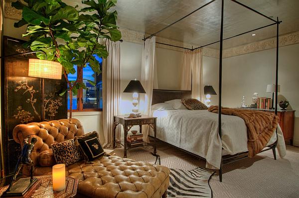 Villa Belvedere - San Francisco - Decoist 23 - bedroom baldachino decorating idea