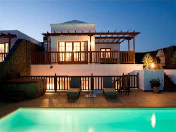 backyard-pool-design-600x450