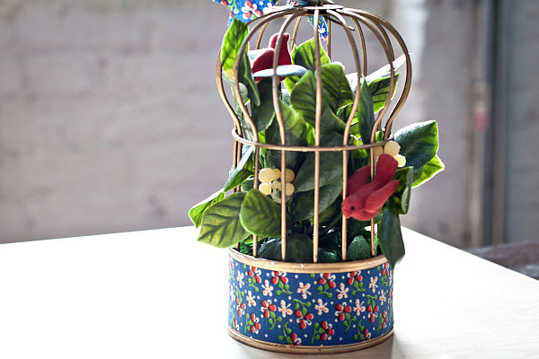 birdcages plants pots Using Birdcages in Home Design