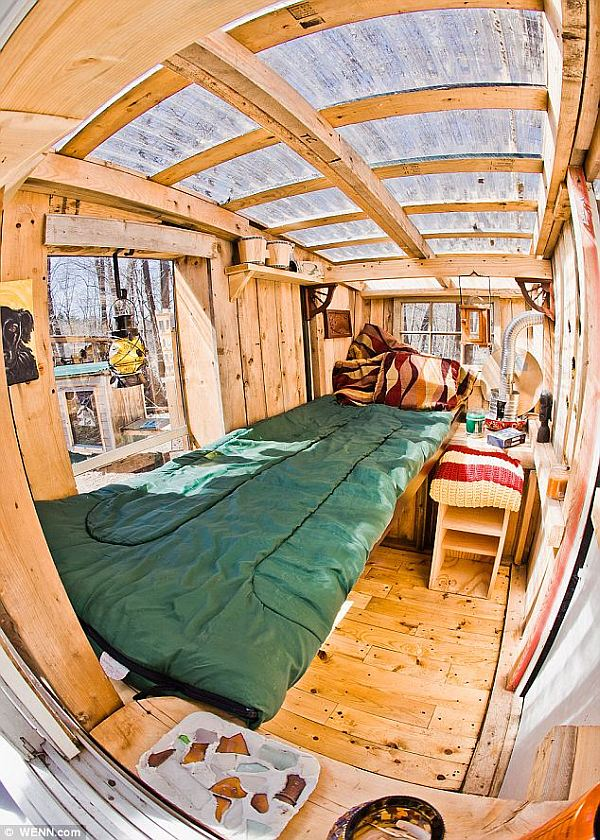 cosy eco friendly micro houses 1 Tiny House Living: $200 Microhouses Built with Scavenged Stuff