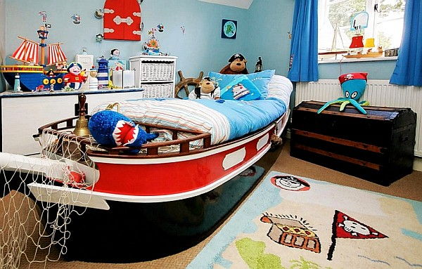 Design kids rooms boys pirates theme decoist for Boys pirate bedroom ideas