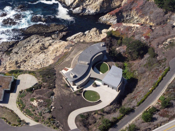 home-perched-on-a-cliff-with-ocean-views-14