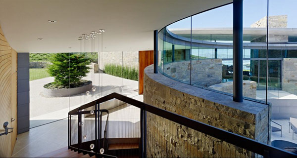 home-perched-on-a-cliff-with-ocean-views-9-staircase-design