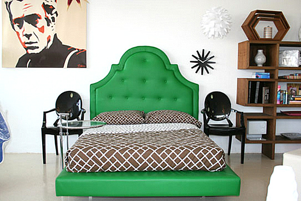 kelly green upholstered bed.png