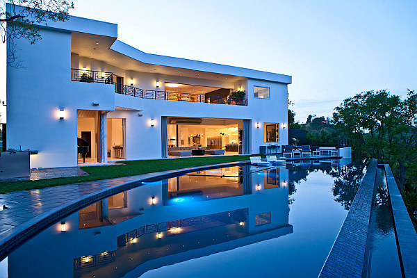 luxury house with large pool design