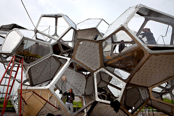 Cloud City Metropolitan Museum of Art 2 Cloud City: The Mets Roof Gets Geodesic Space Pods
