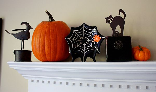 Halloween mantle decoration idea