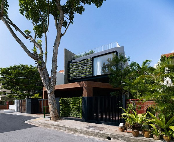 Maximum Garden House by Formwerkz Architects 1 Contemporary Home in Singapore With Sloping Rooftops and Vertical Gardens