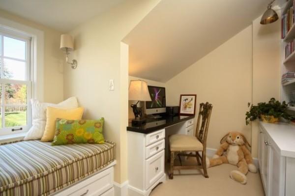 beautiful-kids-study-with-white-furniture-600x399