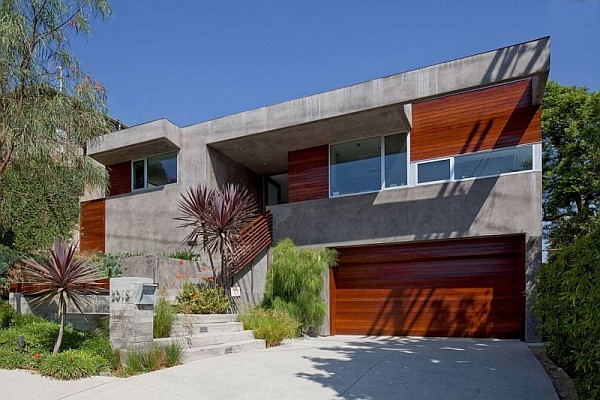concrete and wood villa Redesdale Residence in LA overlooks the beautiful San Gabriel Mountains