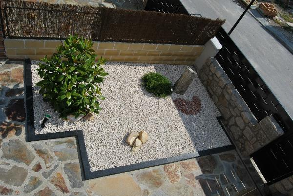 20 fabulous rock garden design ideas for Garden design ideas using pebbles