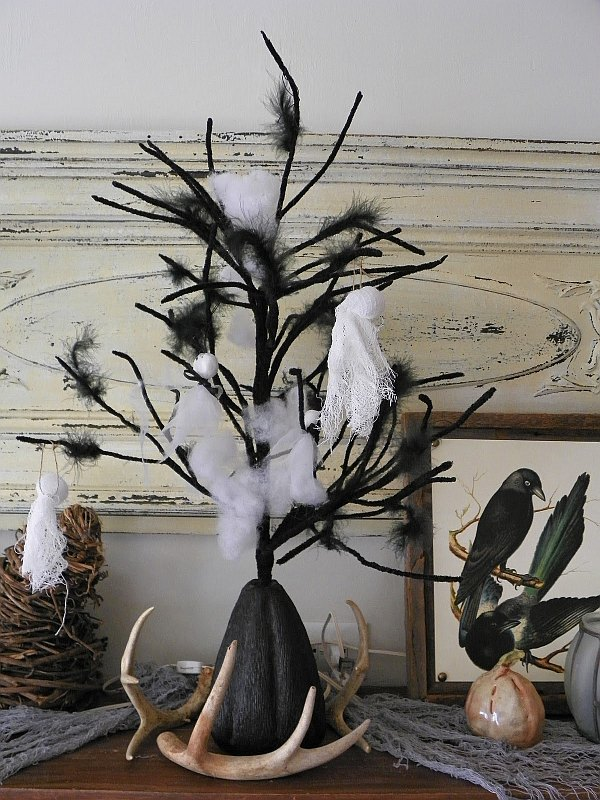 mantle decor with birds, feathers and antlers