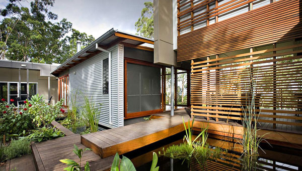 Modern House Built With Reclaimed Wood Decoist