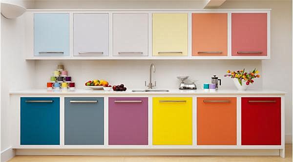 colores del arcoíris en interiores