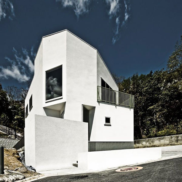 white minimalist home in japan Nomura 24: Minimalist Japanese Home