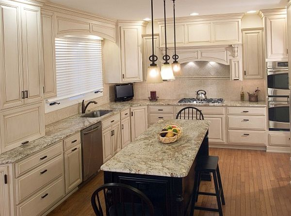 White traditional kitchen cabinets decoist for Traditional white kitchen cabinets